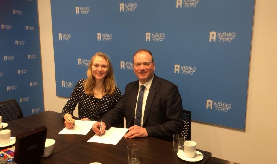 Afbeelding van de ondertekening van de ambitie-agenda LOB door MBO Raad-voorzitter Ton Heerts en JOB-voorzitter Roosmarijn Dam