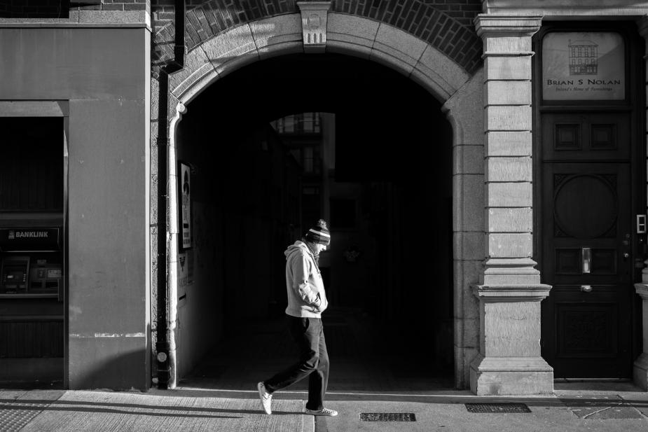 Afbeelding van weglopende jongen