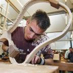 Afbeelding van student houtbewerking