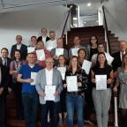 Afbeelding van de pensioenambassadeurs met hun certificaat
