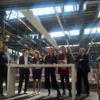 Afbeelding van presentatie OESO-rapport met links MBO Raad-voorzitter Ton Heerts