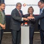 Afbeelding van Michaël van Straalen, minister Bussemaker en Ton Heerts bij de lancering van het meldpunt stagediscriminatie